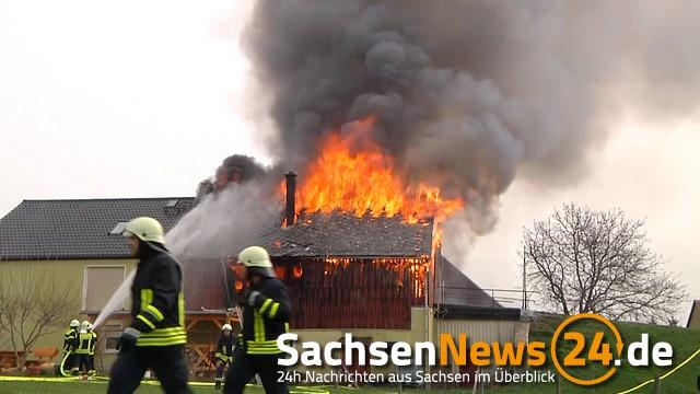 31.03.2014 (RH140331-03) Seifersdorf - Brand Scheune geht in Flammen auf